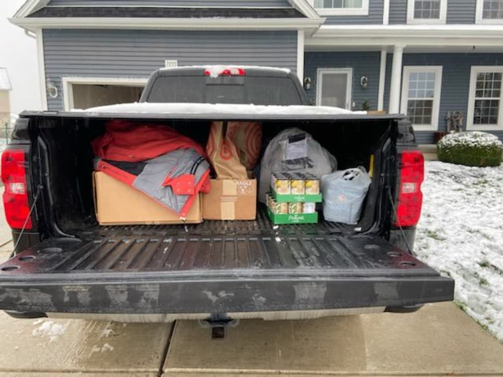 ava family pick up food